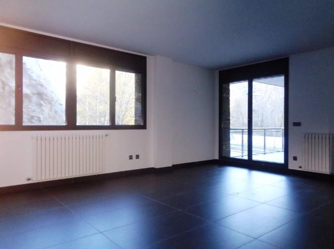 Buy Flat Ordino: 120 m² - 910 €