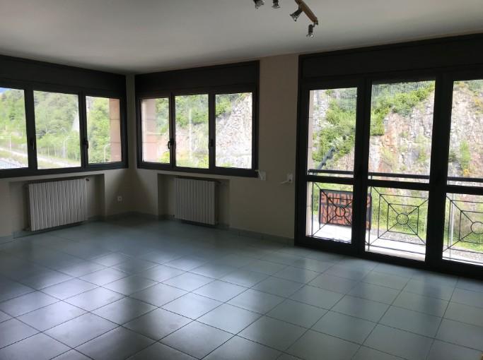 Compra Piso Santa Coloma: 85 m² - 850 €