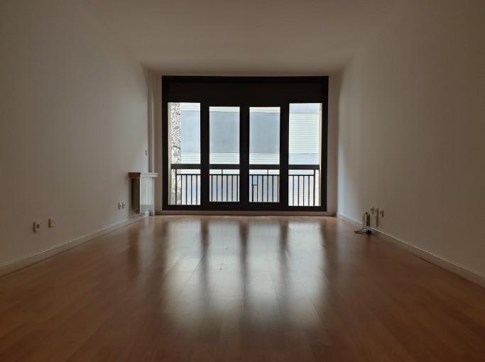 Compra Piso Santa Coloma: 95 m² - 930 €