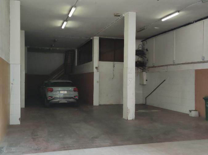 Compra Nau Industrial Santa Coloma: 180 m² - 1.800 €