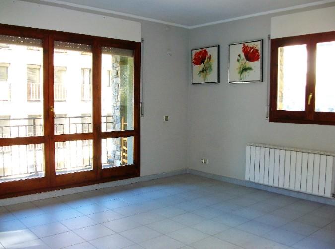 Compra Pis Encamp: 75 m² - 700 €